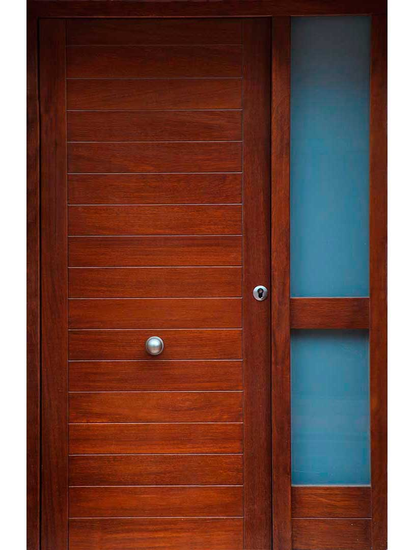 Puertas de exterior interior lacadas de madera en zaragoza for Puertas macizas exterior