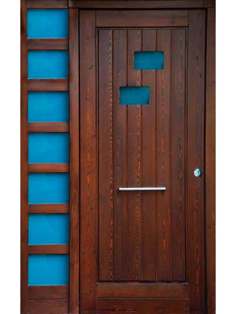 Puertas de exterior interior lacadas de madera en zaragoza - Puertas entrada madera ...
