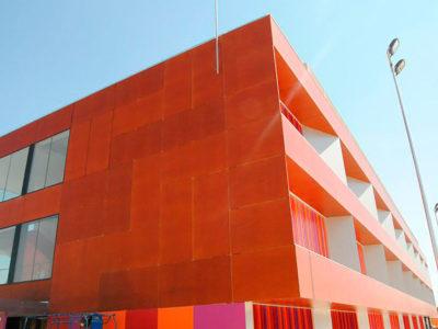 Carpinteria-Destacada-forrado_exterior_colegio_en_tablero_fenolico_colegio