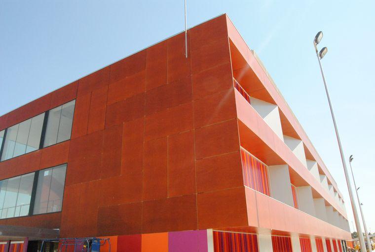 Carpinteria-forrado_exterior_colegio_en_tablero_fenolico_colegio