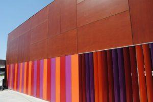 Carpinteria-panelado_diferentes_colores_a_medida_colegio_tablero_fenolico